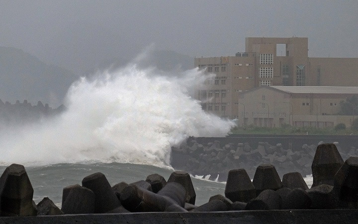 Giant waves crash into the coastline next to National Taiwan Ocean University (R) in Keelung as Typhoon Chan-hom brings rain to northern Taiwan on July 10, 2015.  Taiwan was bracing for fierce winds and torrential rains on July 10 as Typhoon Chan-hom gained momentum and the island's stock market, schools and offices closed in preparation for the storm.     AFP PHOTO / Sam Yeh        (Photo credit should read SAM YEH/AFP/Getty Images)