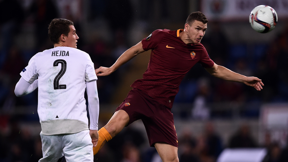 Roma Bosnian forward Edin Dzeko (R) heads the ball and scores during the Europa League football match Roma vs Viktoria Plzen at the Olympic Stadium in Rome on November 24, 2016.  / AFP / FILIPPO MONTEFORTE        (Photo credit should read FILIPPO MONTEFORTE/AFP/Getty Images)